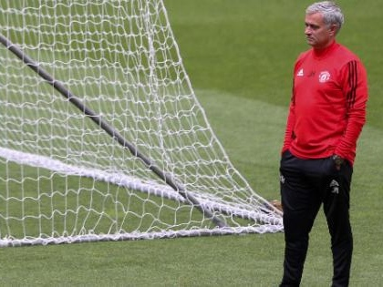 Mourinho 'rivede' contratto con United