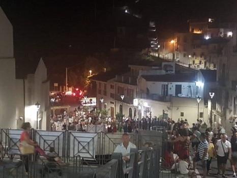 """A Messina giocolieri, teatro e memoria per la """"Notte della Rinascita"""" di Giampilieri - Foto"""