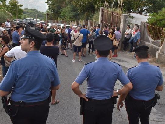 Messina, 50 migranti in un ex hotel Barricate di sindaco e cittadini |