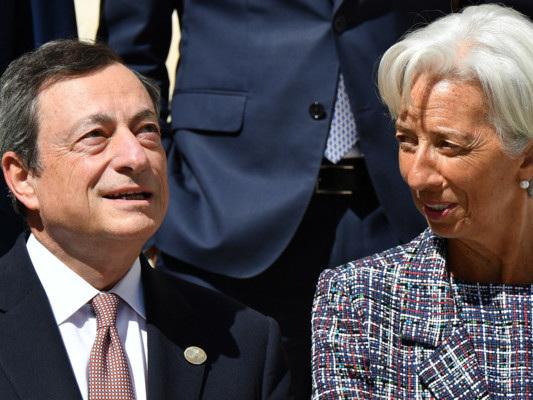Taglia i tassi e riavvia il Quantitative Easing. Draghi ha riarmato il bazooka della Bce