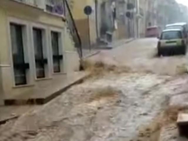 """""""Non uscite di casa"""". Maltempo Italia, frane e allagamenti. L'allarme della protezione civile"""