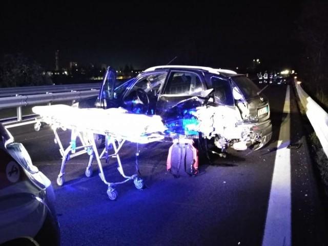 Scontro tra tre auto in superstrada: in cinque all'ospedale, tra questi anche un bambino (FOTO)