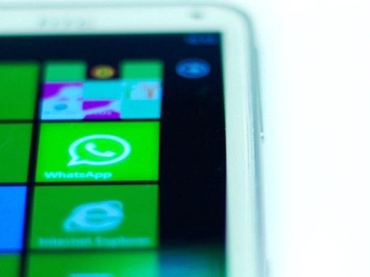 Come spiare conversazioni WhatsApp