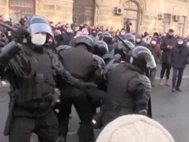 Sostenitori di Navalny in piazza, a Vladivostok arrestati alcuni manifestanti. Proteste contro Putin in diverse città della Russia