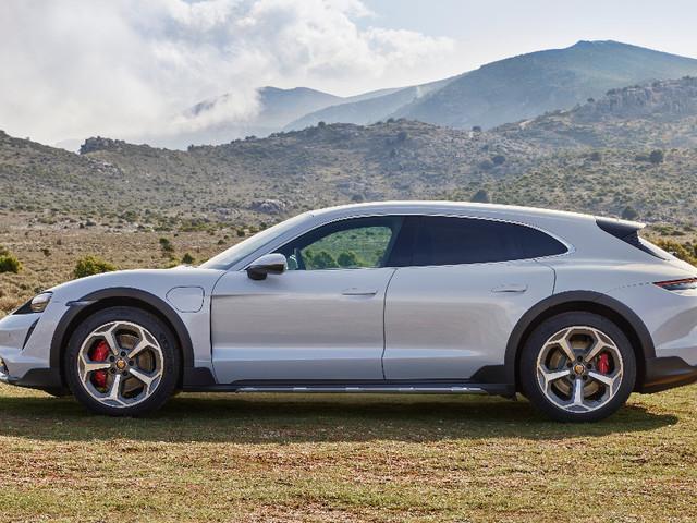 Porsche Taycan Cross Turismo, la supercar elettrica che va anche in off-road – FOTO
