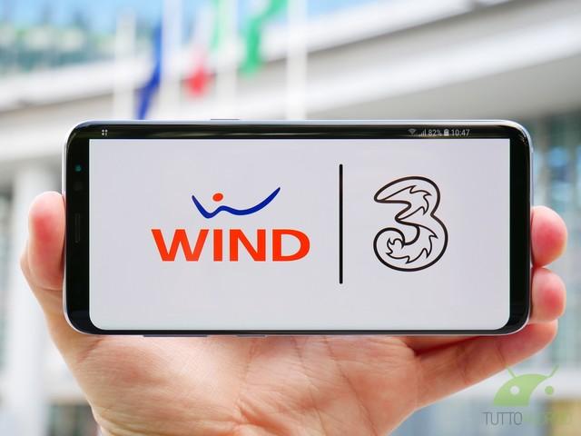 """Tre proroga Play 30 Unlimited a 7 euro e Wind lancia Smart Special a 6,99 euro contro le """"rimodulazioni"""""""