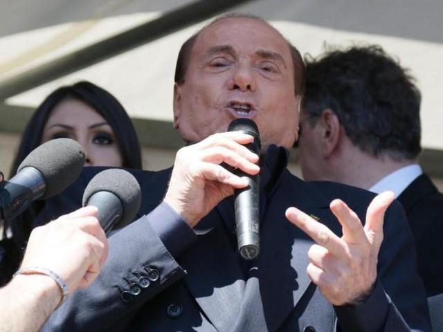 Silvio Berlusconi accusa: 'Italiani fuori di testa, mi votano solo cinque/sei persone su 100'
