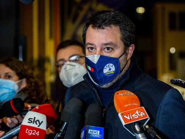 """Salvini alla sbarra per Carola E lui la sfida: """"Ci vedremo..."""""""