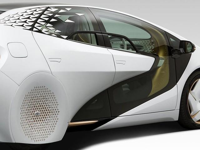 Toyota LQ, l'auto a guida autonoma e intelligente