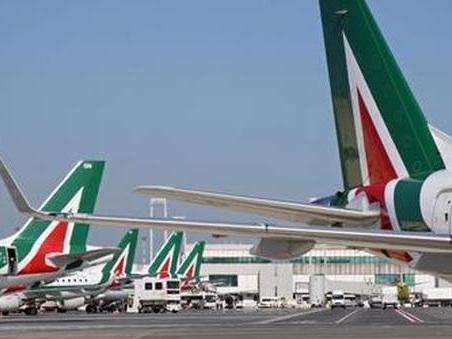 Alitalia, sciopero di otto ore: domani cancellati 200 voli