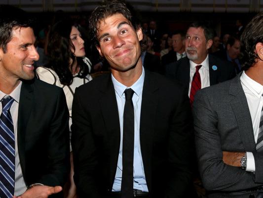 Federer e Nadal contro Djokovic. Anche il mondo del tennis fa i conti con la politica