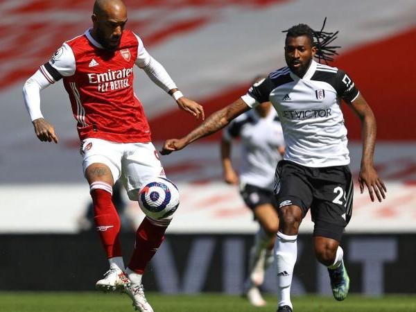 Everton, sfida al Milan per un centrocampista