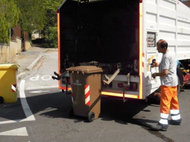 Macerata, il ritiro porta a porta dei rifiuti confermato anche durante i festivi