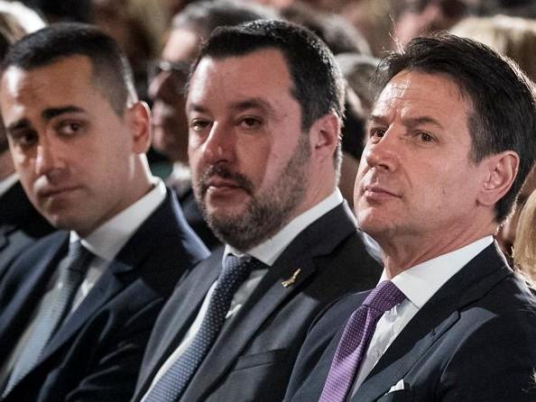 """Salvini avverte Di Maio """"Prima si fa la flat tax, dopo il salario minimo"""""""