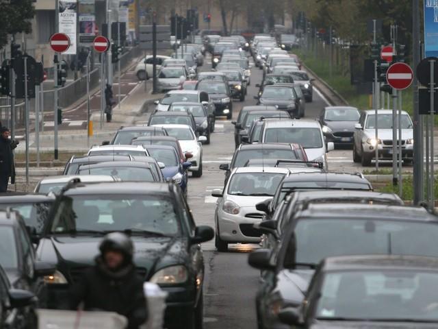 Smog, Rapporto Mal'aria di Legambiente: grandi bocciate Torino, Milano e Roma