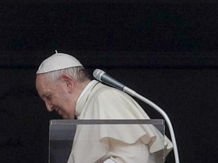 """Si è spenta la """"forza"""" del Papa. Che cosa c'è dietro la sua """"resa"""""""