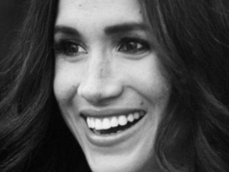 Harry e Meghan sorridenti e innamorati nel primo scatto ufficiale dopo l'addio alla Royal Family