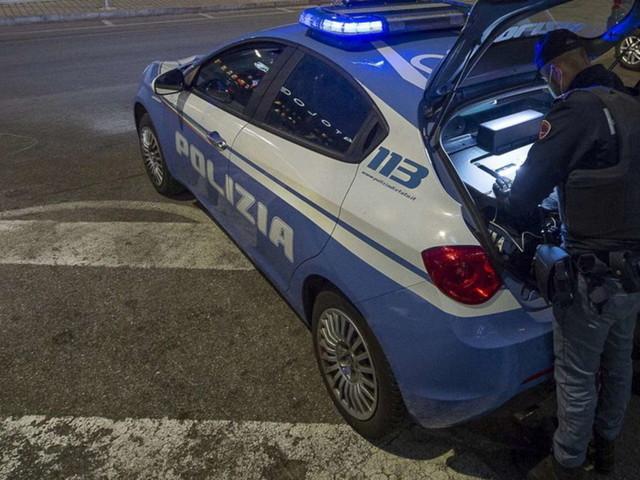 Donna uccisa, fatta a pezzi e gettata in un cassonetto a Bologna | Il fidanzato rinvenuto in casa: si è impiccato