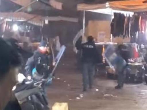 Napoli, baby gang lancia oggetti contro poliziotti e li fa indietreggiare