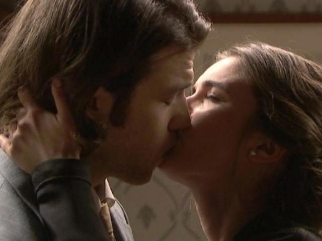Il Segreto, anticipazioni ottobre: clamoroso, Beatriz bacia suo fratello Damian