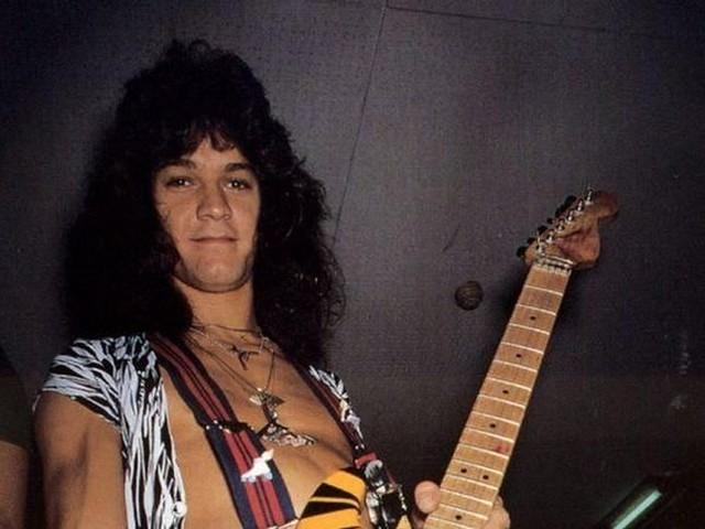 Eddie Van Halen malato? Tmz: 'Cancro alla gola, colpa del plettro'