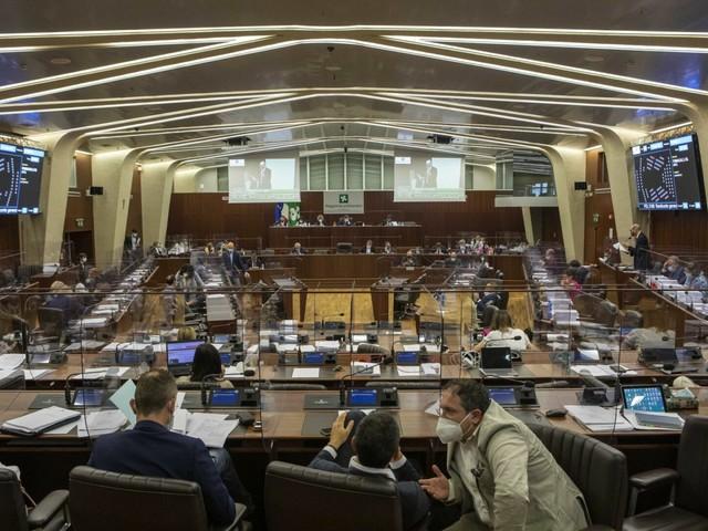 Consiglio regionale della Lombardia approva assestamento di bilancio
