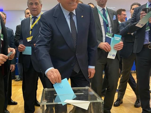 """Berlusconi scuote il Ppe: """"L'Europa è minacciata dagli egoismi nazionali"""""""