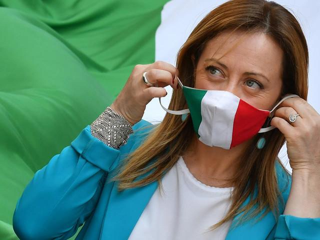 Giorgia Meloni attacca Draghi sul green pass