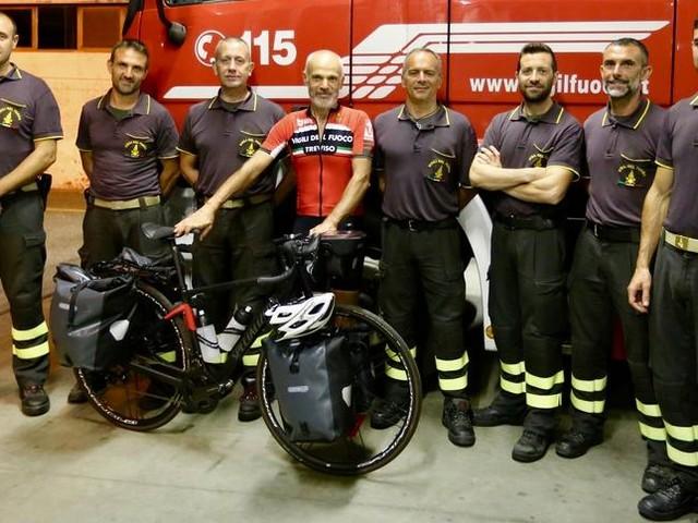 Ivrea, oltre seimila km in bici per dire grazie a tutti i vigili del fuoco