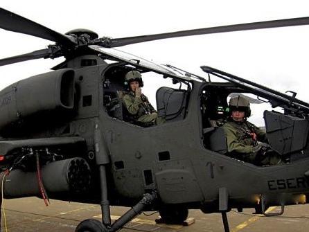 Una top gun italiana: ecco chi è Pamela, pilota d'esercito