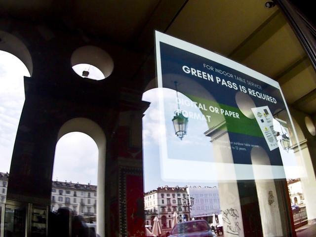 Tensione nella maggioranza sul green pass. Draghi è per la linea della fermezza