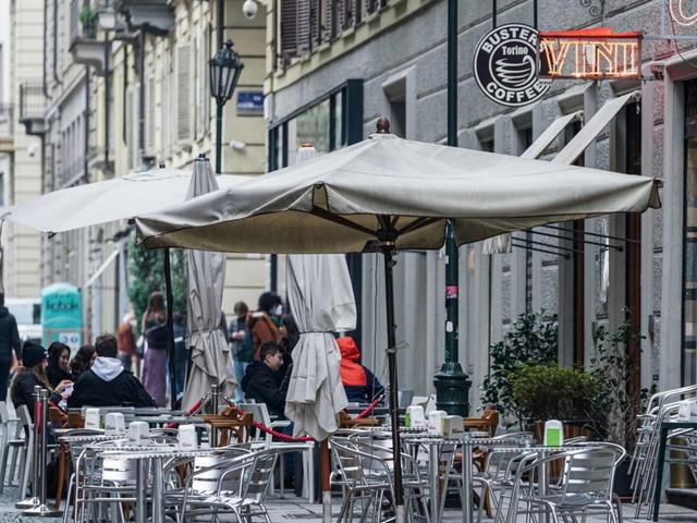 Covid, bozza linee guida Regioni: bar e ristoranti aperti anche la sera