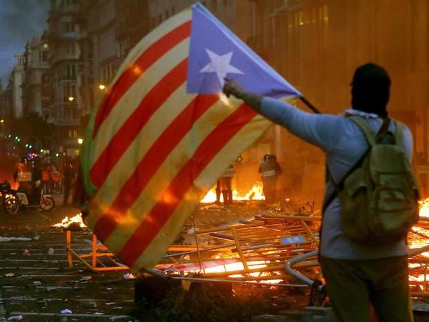 In Catalogna 89 feriti e 31 arresti
