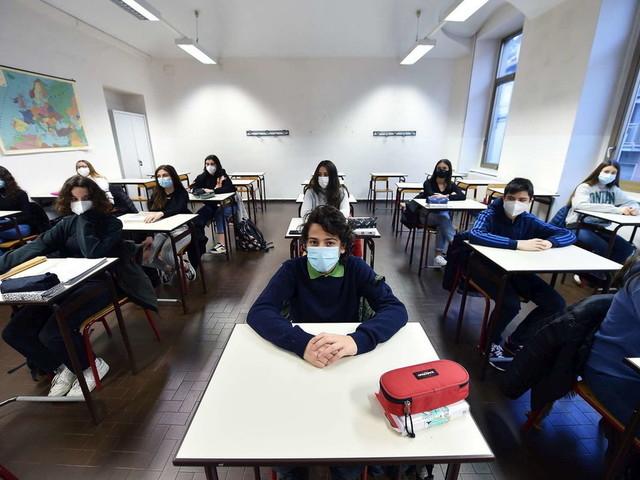 Scuola e piano anti-Covid: 8 studenti su 10 promuovono il proprio istituto, ma preoccupano assembramenti e trasporti