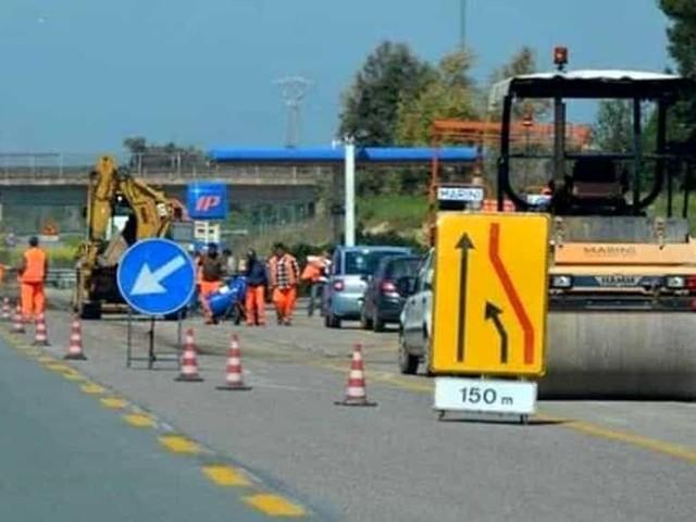Adeguamento segnaletica stradale sulla SS96: corsia di marcia chiusa tra Bari e Grumo Appula