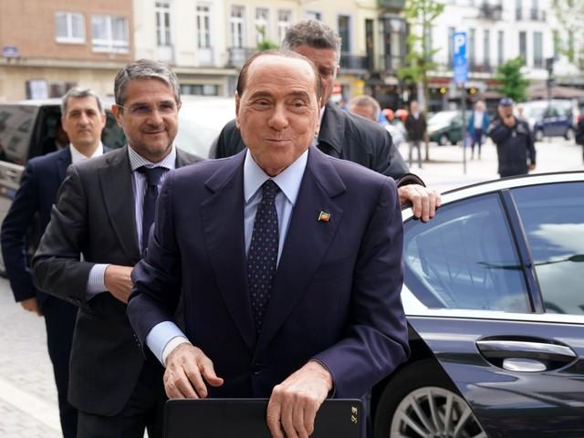Berlusconi in Umbria. Poi il tour televisivo contro la manovra