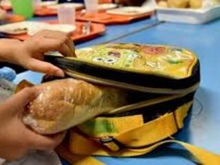 Scuola, salta il pasto da casa