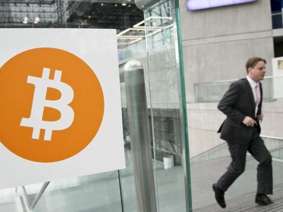 La folle corsa del Bitcoin: sfonda i 4mila dollari (+300% da inizio anno)