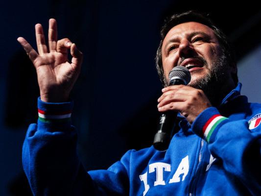 Cannabis: Salvini annuncia la chiusura di tre shop nelle Marche