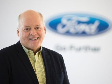 Ford, il CEO Mark Fields lascia. Al suo posto Jim Hackett