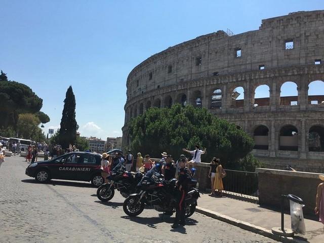 Colosseo Fori Imperiali – Stretta dei Carabinieri nell'area monumentale