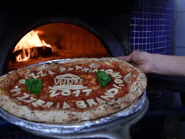 Mangiare a Napoli, la pizza diventa Patrimonio UNESCO