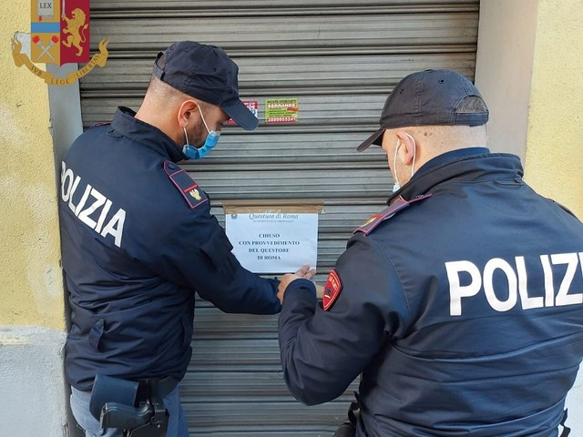 Sospesa per 30 giorni l'attività di un ristorante. Il provvedimento è stato emesso dal Questore di Roma dopo l'arresto per spaccio di una dipendente.
