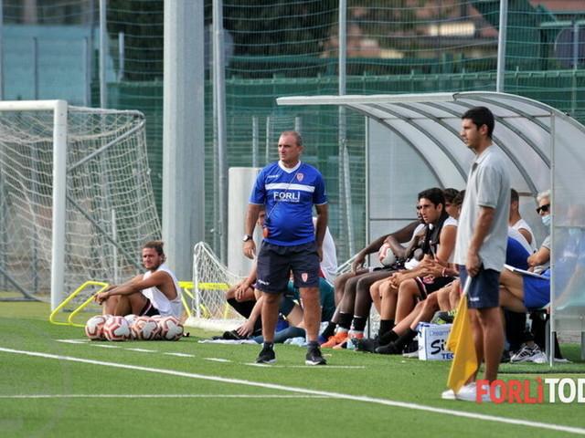 """Serie D, attesa per il campionato: al """"Morgagni"""" mille spettatori, le norme da rispettare"""