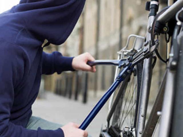 Grazie alla chiamata di un cittadino i Carabinieri arrestano un 'ladro di biciclette'