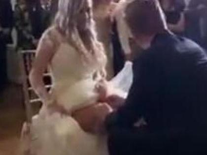Il figlio di Bonolis si sposa. E spoglia la moglie al suo matrimonio