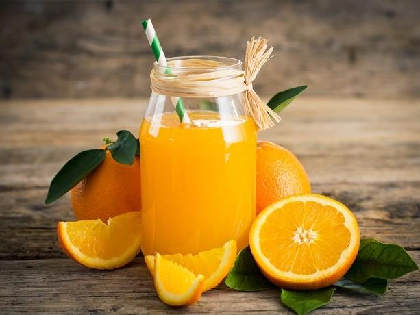 Come si prepara la spremuta d'arancia. E ricordate che va bevuta appena pronta