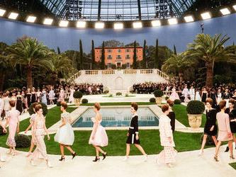 Chanel: Karl Lagerfeld porta l'alta moda al sud, ma non esce a salutare