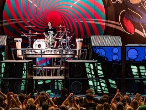 Darkside dei Blink 182 arriva con la tracklist e la copertina del nuovo album Nine (audio, testo e traduzione)