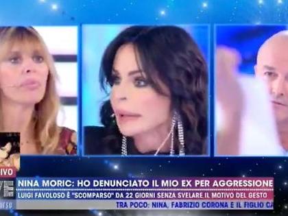 """Nina Moric mostra la denuncia in diretta contro Favoloso: """"Non aver paura di Corona ma della giustizia"""""""